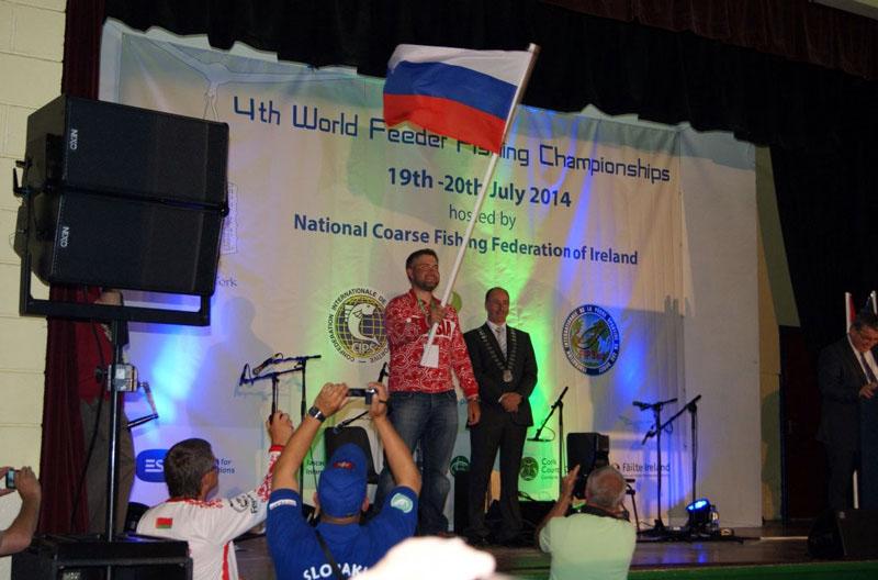 На сцене Сборную России представляет Александр Руденко.