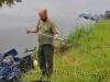 Андрей Думчев выбирает вершинку для фидерного удилища