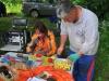 Илья режет картофель крупными кубиками