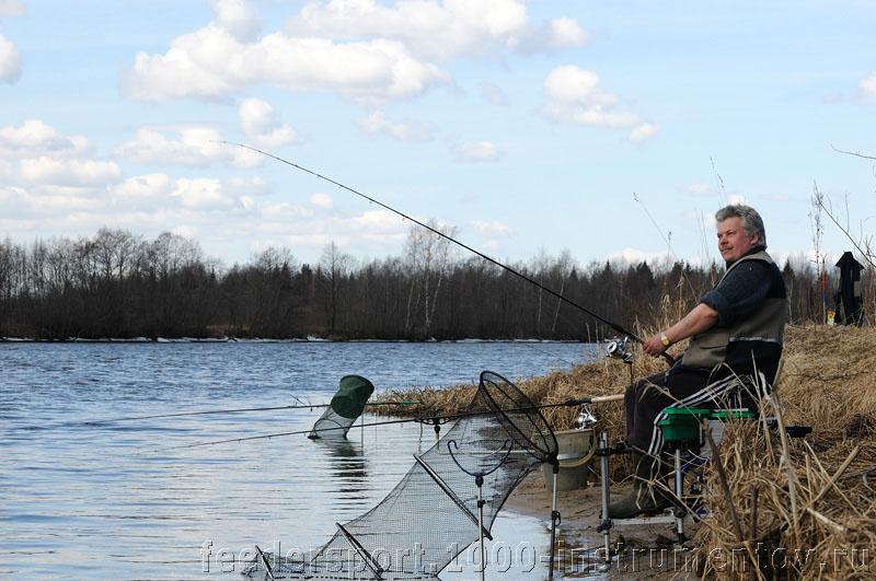 Андрей пробует ловить на фидер :)