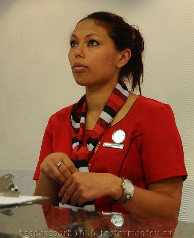 Эта девушка проводит оформление автомобиля в аренду, в ЮАР 2013