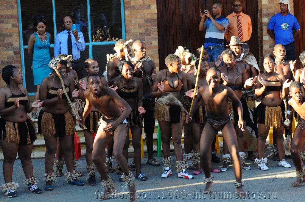 Местные аборигены устроили веселое представление на ЧМ в ЮАР 2013