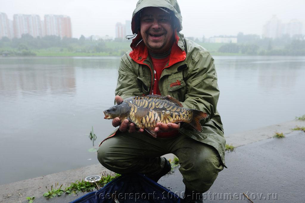 Андрей Хитрин с зеркальным карпом во втором туре на соревнованиях Кубок Москвы 2013