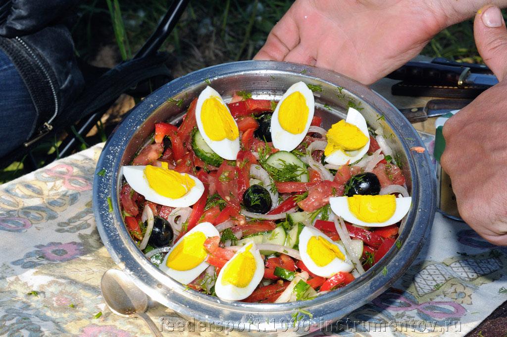 Овощной салат с солёными итальянскими каперсами