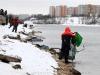 Дмитирий готовит улов к взвешиванию на соревнованиях Кубок Волжанка 2013